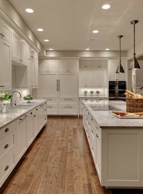 white shaker cabinets with knobs and bar pulls combo