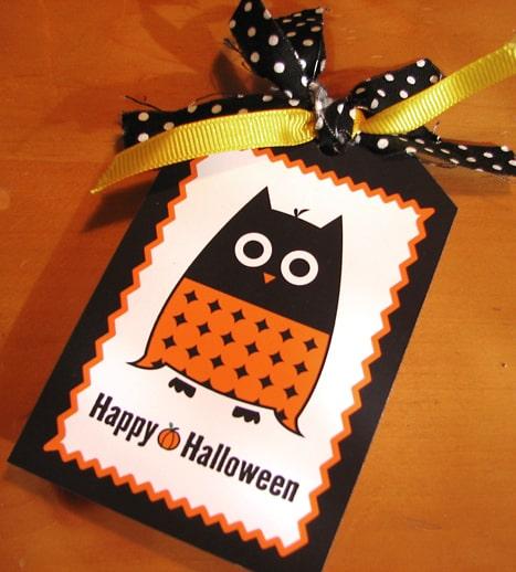 Free Printable Halloween Owl Gift Tag by LivingLocurto.com