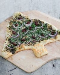 Pesto & Spinach Christmas Tree Pizza - 25 Amazing Christmas Party Appetizer Recipes! Fun Food Ideas and more for a Holiday Party. LivingLocurto.com