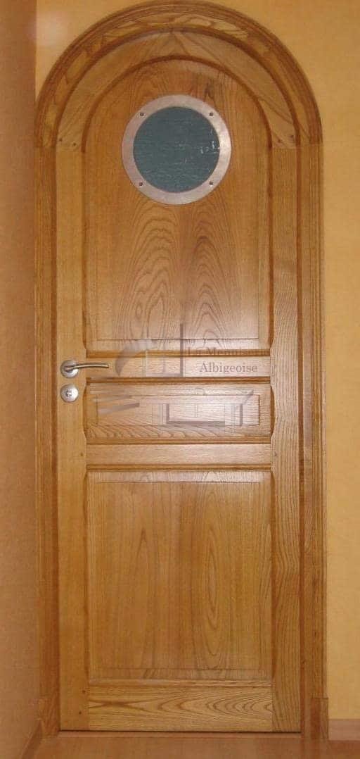 Porte en bois voûtée sur-mesure
