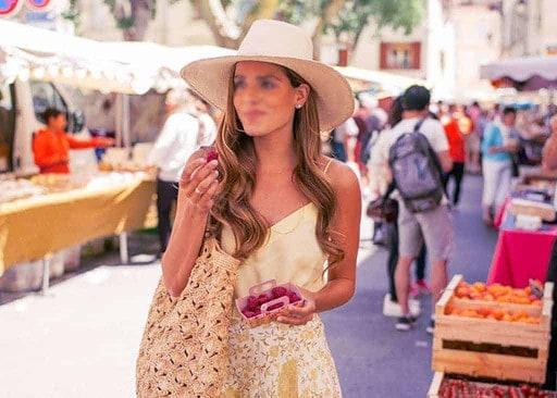 Les marchés provençaux, un lieu convivial pour croiser un partenaire qui nous plaît. Reste à oser l'aborder...