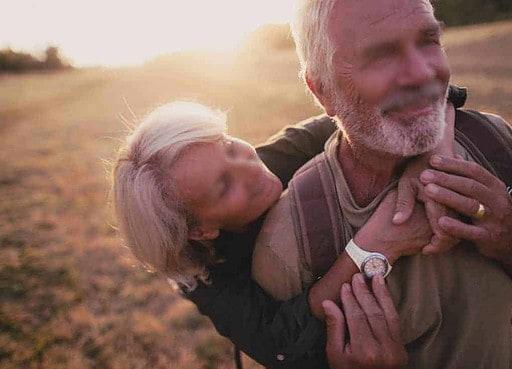 En retrouvant la femme qui m'a excité étant plus jeune, mon érection renaît comme auparavant