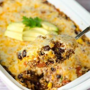 Вкуснейший рецепт-бомба: запеканка из киноа с соусом энчилада