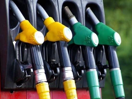 Цены на бензин в ЯНАО упали из-за самоизоляции и теплой погоды