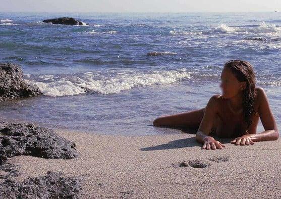 Avec sa nature sauvage hors du commun, la Corse prédispose aux rencontres torrides entre couples et célibataires