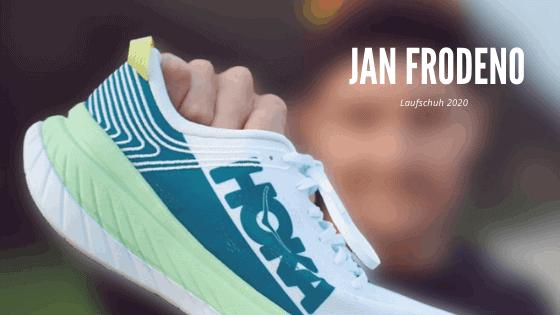 Jan Frodeno mit Hoka Schuh in der Hand