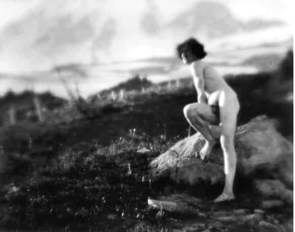 Nude photography. Imogen Cunningham, On Mount Rainer 7, 1915.