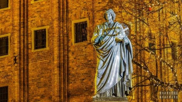 Pomnik Mikołaja Kopernika w Toruniu, Polska