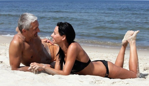 The Art of Dating Younger Women (overcoming age difference)