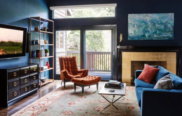 mix dark blue paint and furniture with subtle gold accents for an eclectic yet homey living room