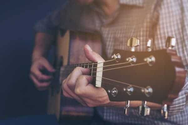 day-guitar-ukulele-guitar-vn-long-bien-trung-tam