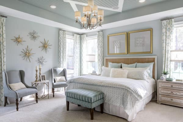 white and gold accents in a bedroom for a timeless and glamorous look