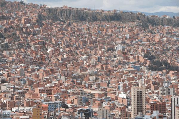 A super populosa La Paz vista do mirante Kili Kili