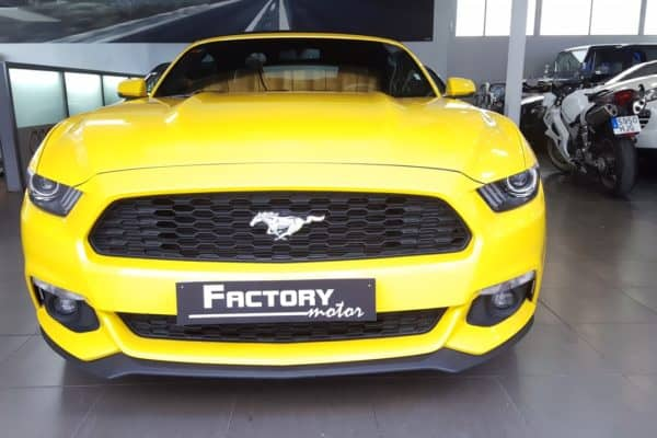 Frontal Ford Mustang 2.3 EcoBoost amarillo