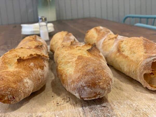 Barra de pan antiguo Miga Bakery