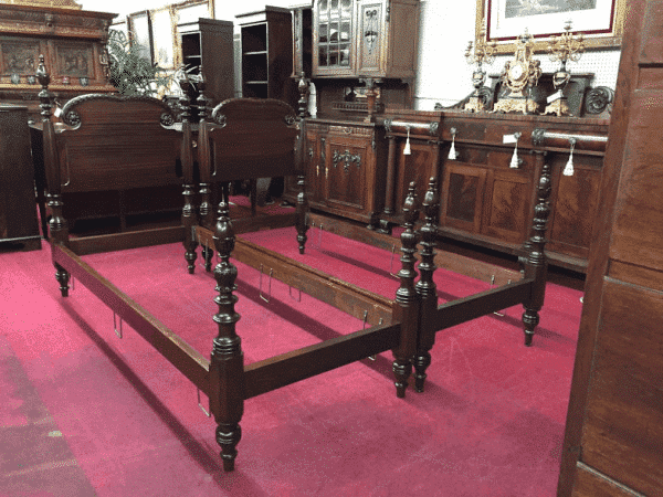 What are Antique Twin Beds Worth?