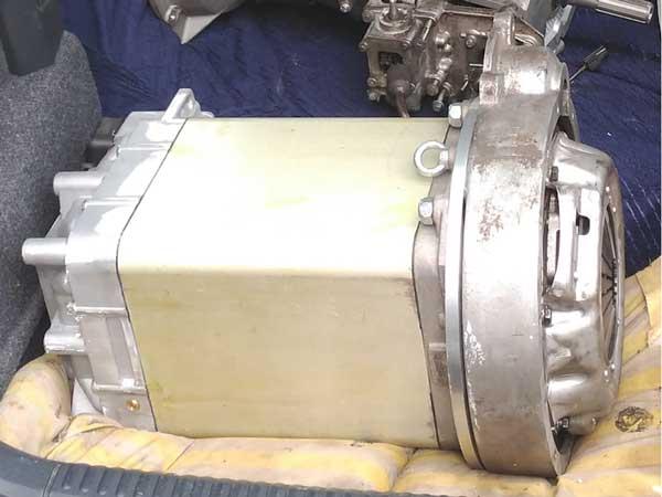 Aangepaste Siemens motor met Land Rover adapter