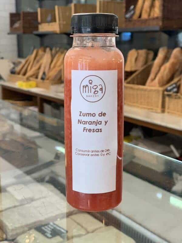Zumo de Naranja y Fresas Miga Bakery