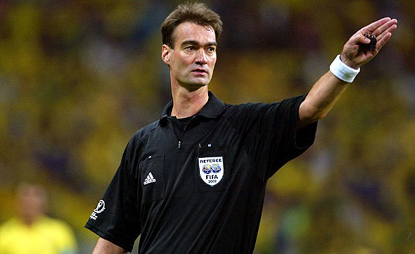 Top 10 Greatest Football Referees in History