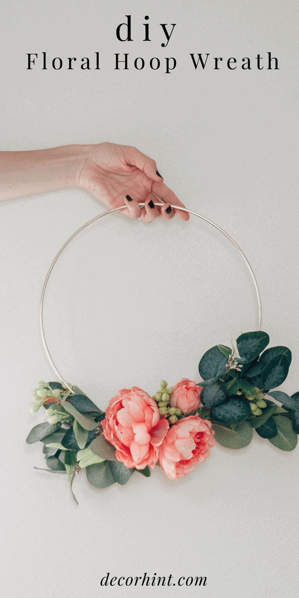 How to Make a DIY Hoop Wreath #diy #homedecor #wreath #flowers