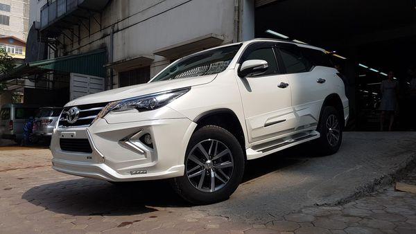 Toyota Fortuner 2019 được độ theo phong cáchLexus LX 570chính hãng được nhập khẩu từ Thái Lan.