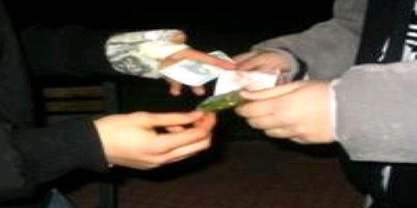 droga compre vende spacciatore pusher