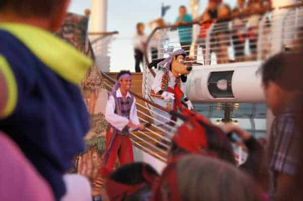 Goofy joins the party