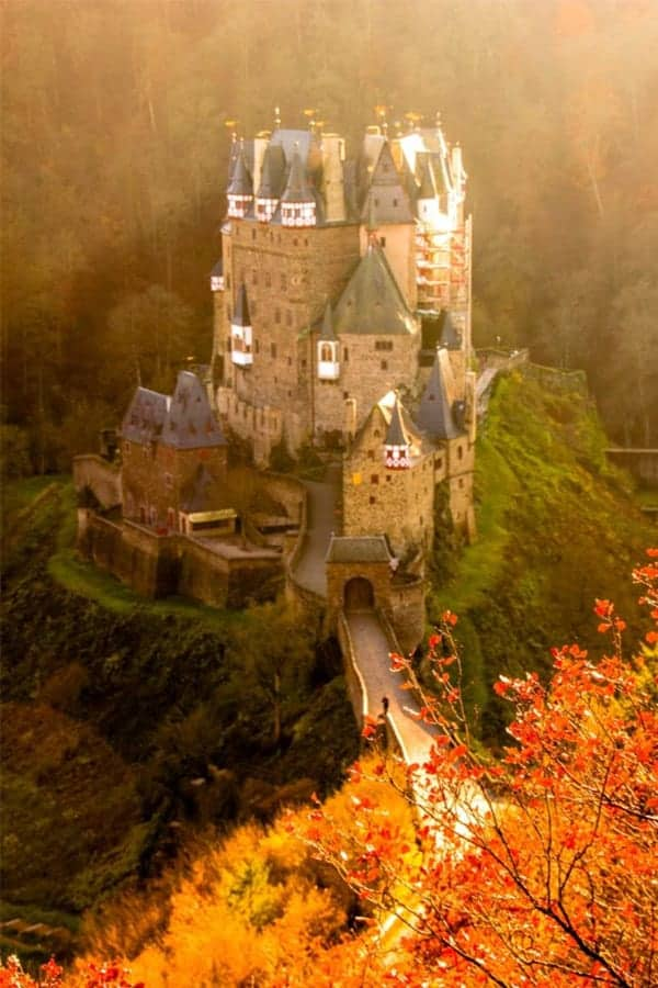 The best Fairytale castles in Southern Germany. Here's our guide to help you choose the best castles in southern Germany to visit on your Germany road trip. Here are our favourite castles in southern Germany! #castles #germany #wanderingbird #southerngermany #roadtrip #fairytale #castle #burg