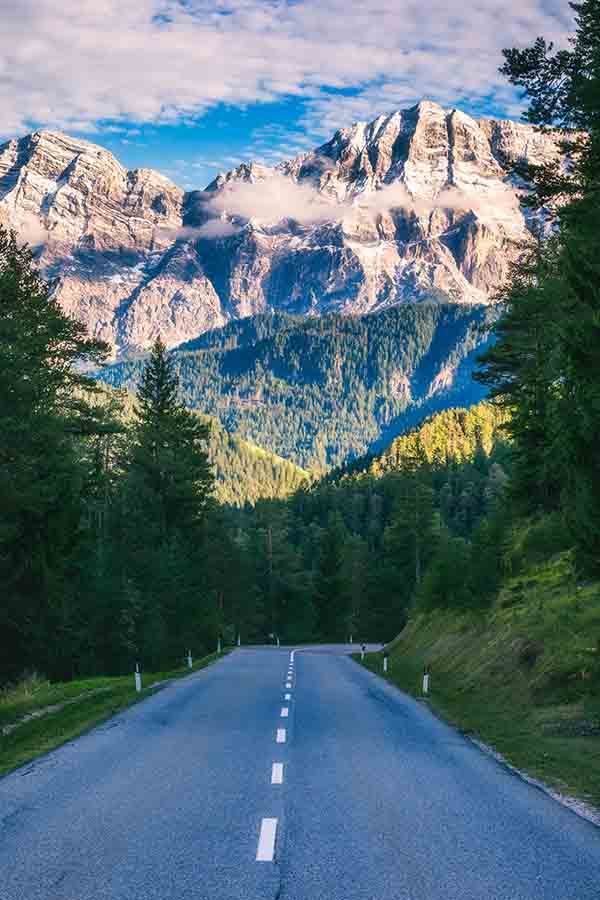 Dolomites Italy- Road Trip itinerary for 1, 2, 3 or 4 days. Things to do in the Dolomites- route planner and map for Dolomites Itinerary