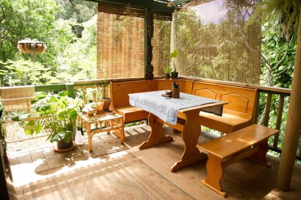roll-up bamboo blinds can blend with natural environment easily