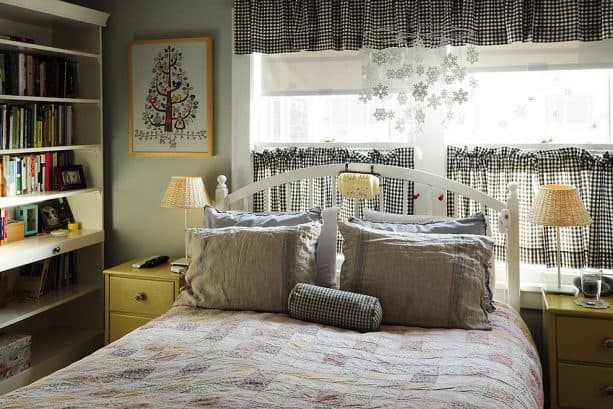 short windows with beautiful checkered cafe curtains and valances