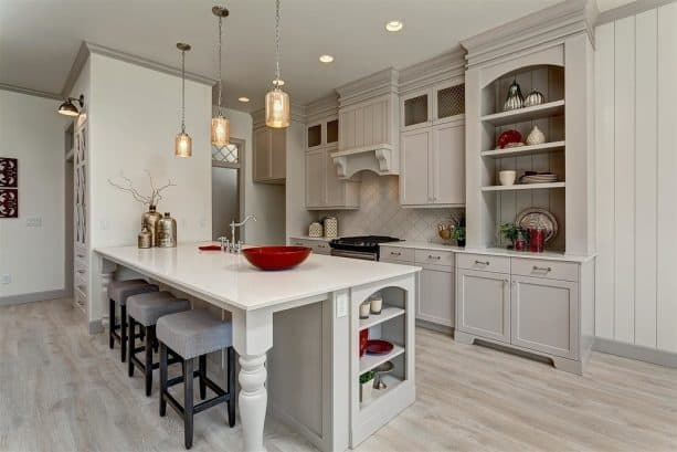a traditional kitchen with White Dove OC-17 walls and Apparition 860 trim and cabinets