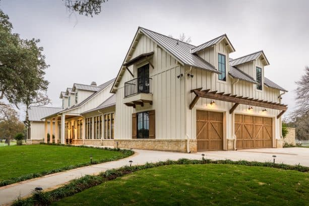 a cozy and welcoming modern farmhouse exterior with Natural Choice SW 7011