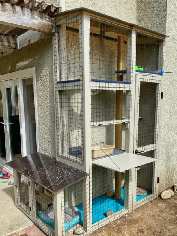 the cat enclosure is quite narrow but it surprisingly has complete features