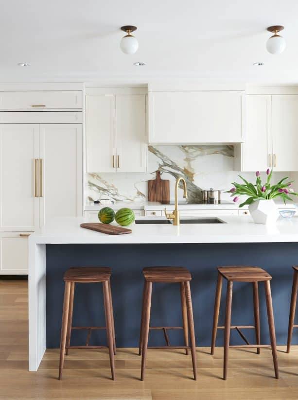 white shaker kitchen cabinets with golden pulls