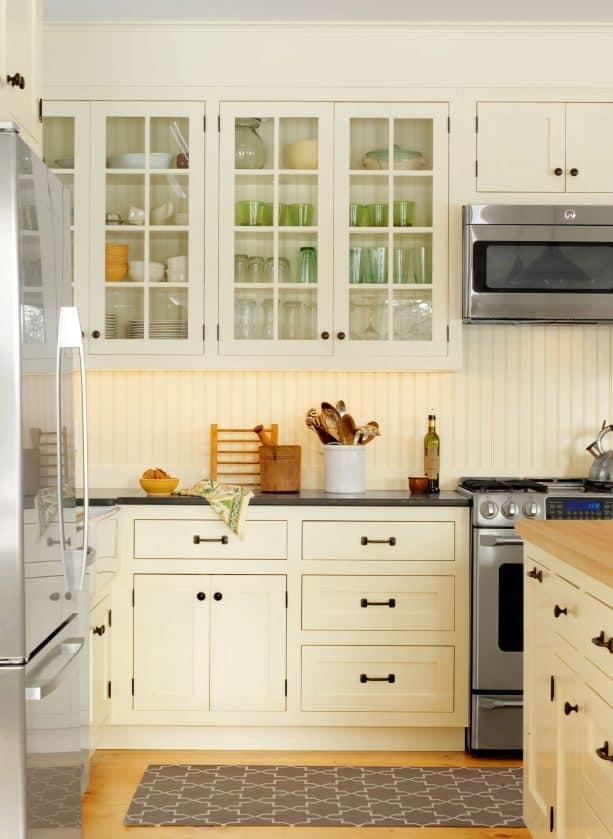 traditional kitchen with beadboard backsplash