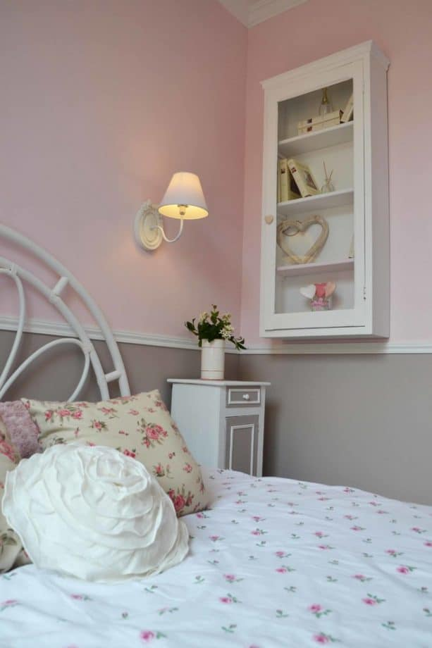 pink and grey bedroom in shabby-chic design
