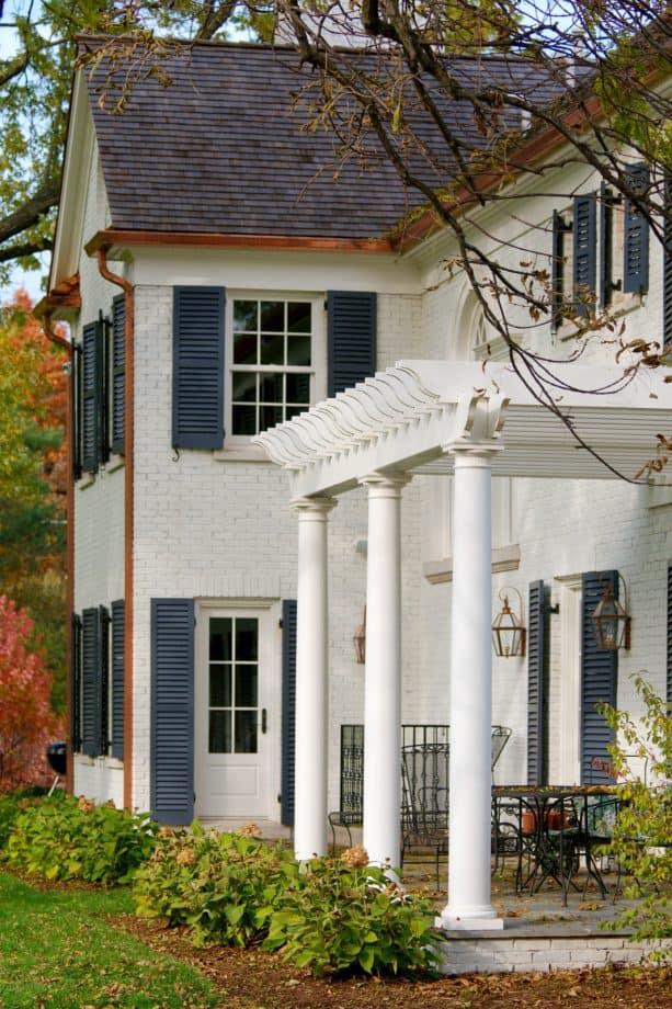 benjamin moore oc-17 white dove coat-wall exterior with dark blue shutter