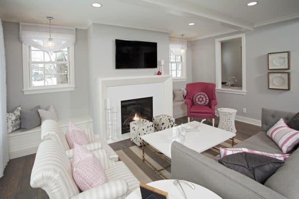 small coastal casual living room with benjamin moore stonington gray HC-170 wall paint