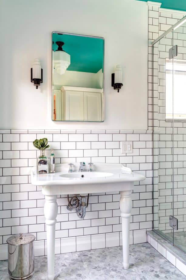 white subway tile wall with Laticrete Permacolor Platinum Grout