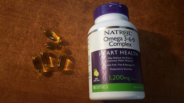 Упаковка и капсулы БАДа natrol omega 3-6-9