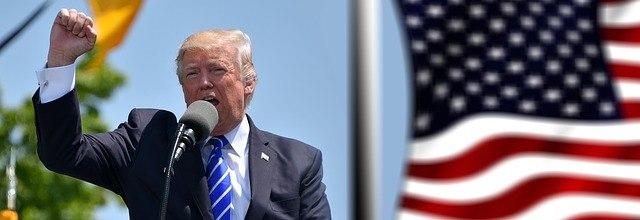 Donald Trump thuyết trình
