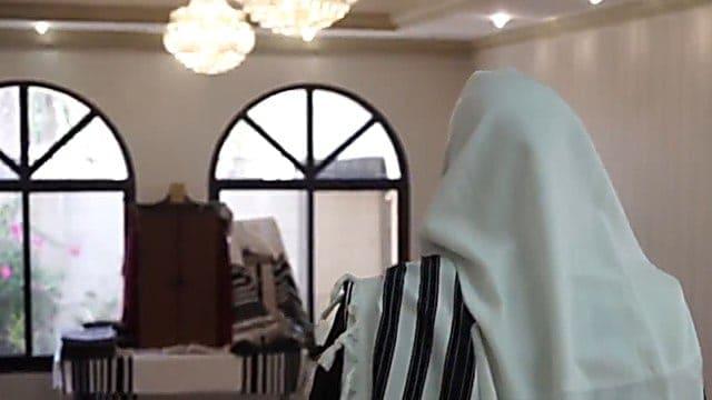 הקהילה היהודית באיחוד האמירויות מתפללת לשלום השילטון - צפו