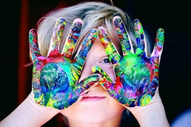 screen-free kids activities fingerpainting