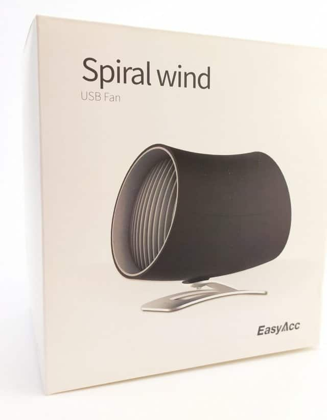 Image shows the outer box. On the front there is a picture of the fan.