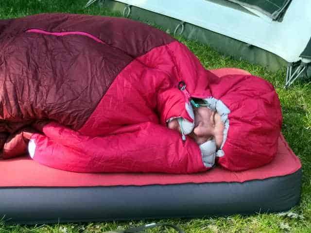 KAMPEERTIPS UITRUSTING  Advies: Welke slaapzak past bij mij?