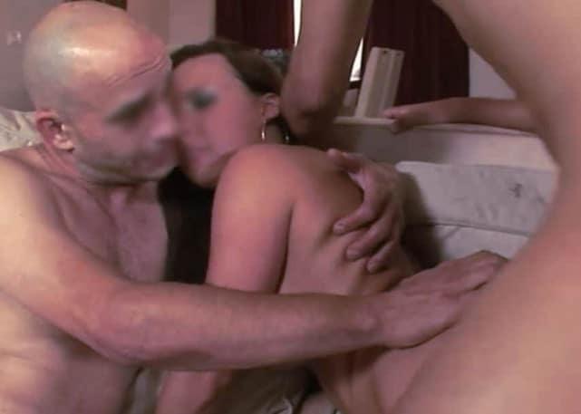 Un époux cuckold est partageur et ressent la jouissance de sa femme et en tire un plaisir intense