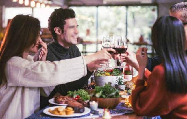Un peu éméché grâce à un bon vin, on est plus disposé à se laisser aller aux plaisirs sexuels