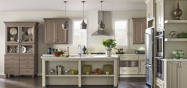 White Kitchen Thomasville Cabinetry - How to choose the perfect kitchen cabinets! Whether you are choosing to upgrade a few things or remodeling your kitchen, these handy tips and kitchen cabinet ideas will help to get you started! LivingLocurto.com
