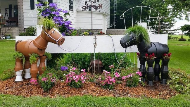 Cute Horse Planters! Creative ways to add color and joy to a garden, porch, or yard with DIY Yard Art and Garden Ideas! Repurposed ideas for the backyard. Fun ideas for flower gardens made from logs, bikes, toys, tires and other old junk. ~ LivingLocurto.com